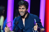 Enrique-Iglesias-2015-bb-latin-awards-1548