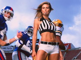 Sports-woman-American-football-Heidi-Klum-whistle