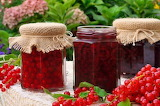 Red-currant-jam-with-fresh-fruits