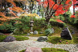 Kyoto-zen-temple-garden-with-stone-claire-takacs