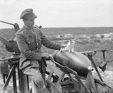 Officer and kitten 1918 Mk V howitzer CC0