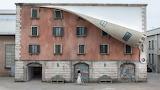 Alex Chinneck house, Milano