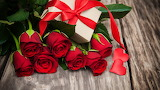 Valentine - red rosess - gift - ribbon - wood
