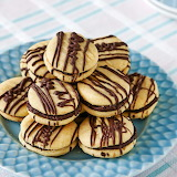Chocolate-filled cookies