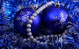 Blue bulbs & tinsel