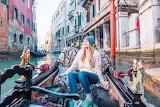 Girl-gondola-Venice