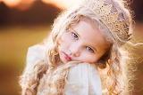 La niña y su corona