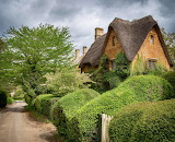 ^ Thatched cottage in the little village of Great Tew, Oxfordshi