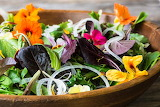 Spring-salad-with-edible-flowers-7399-April-11-2017-2