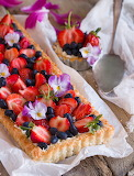 Berry tart with coconut crust