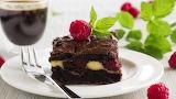 One-piece-chocolate-cake-mint-berries