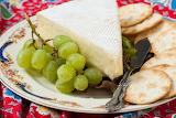 Cheese and crackers with grapes