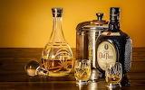 Botella , botellon y vasos de cristal
