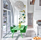 Bright and modern eat-in kitchen