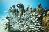 Underwater-world-museum-statues-fishes