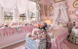 Unique Mordialloc cottage could be Melbourne's most pink address