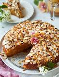 Caramel almond cake