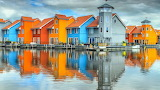 Colorful-cottages-water-Netherlands