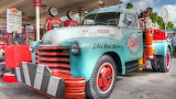 Vintage-chevrolet-tow-truck-station