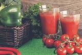 Jugo de tomates y verduras