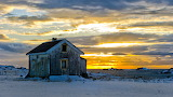 Wooden-house-solitude-sunset-Northern-Norway