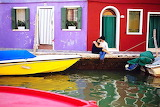 Colored-houses-boats-canal-couple-romantic-burano