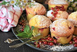 Muffins-cakes-currant-icing sugar