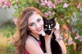 Girl with cat / Junge Frau mit Katze