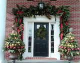 ^ Christmas porch decorations