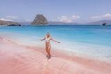 Komodo-island-pink-beach-girl-holiday