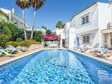 Beautiful white villa and pool in the Algarve