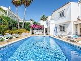 Beautiful white villa and pool in the Algarve