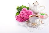Cafe en porcelana y flores