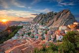 Sunset-mountains-building-house-Italy-panorama-Basilicata-Peyrep