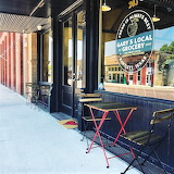 Sidewalk seating Gary's Local Grocery Bartlett Texas sng