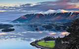 Sun rising over Skiddaw Mountain and Derwentwater in Cumbria. En