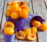 ☺♥ Buckets of fresh apricots...