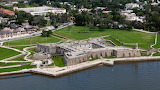 ^ Castillo de San Marcos, old masonry fort, St. Augustine, Flori