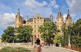 ^ Beautifuln Schwerin Castle, Germany