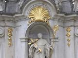 Statue-saint-cross-sculpture-architecture