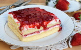 Soft cheesecake, with strawberries