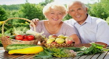 Elderly-Couple-picture-with-vegetables