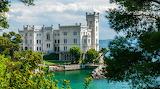 Castillo en la ribera Italia