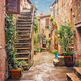Alley in Siena, Italy