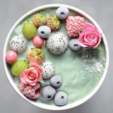 Flowers and Berries Smothie Bowl