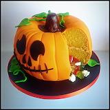 ^ Pumpkin Piñata Cake