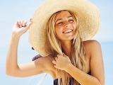 Jeune femme-plage