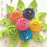 Rotate the sugar roses @ CakeCandyCo