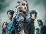 the-100-eliza-taylor-marie-avgeropoulos-bobby-morley-hen