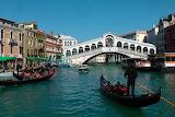 Pont du Rialto sur le grand canal - Venise